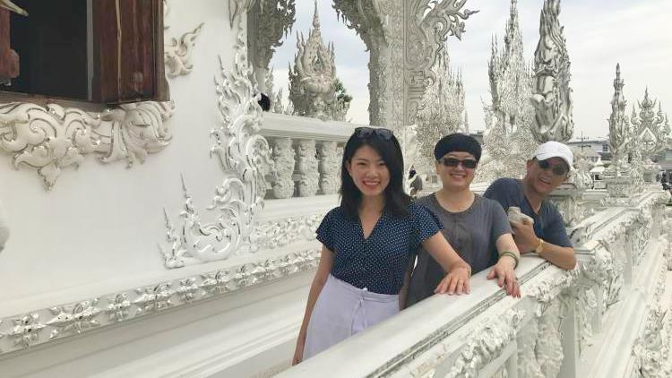 Vivienne takes her parents to Chiang Mai and learns Thai Boxing